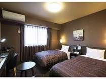 スタンダードツインルーム<ベッドサイズ110×195(cm)> 全ての客室でWOWOWをご覧いただけます。