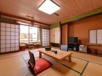 *和室(山側)/畳の香りがほのかに薫るお部屋でのんびりとお過ごし下さい。