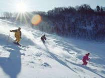 冬の志賀高原はやっぱりウィンタースポーツ!当宿はゲレンデまで徒歩0分!最高の雪をお楽しみください♪