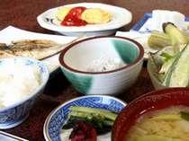 朝食一例。たくさん食べて朝から元気に出発!