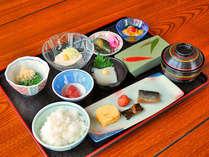 【朝食】 朝いかは道南の名物です。