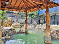【男湯・露天】 広々とした庭園露天風呂