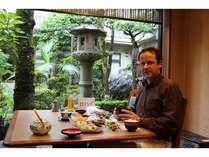 お庭を眺めながら、ゆったりと朝食を。~レストランでの風景~