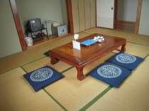 個室部屋の広々とした和室(10畳)
