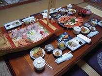 民宿で味わう素朴な家庭的なお料理(特別料理のお刺身盛り合わせとずわいカニは別途注文)