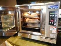 朝食バイキンング:焼き立てパン用の専用オーブン。