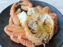 夕食毛蟹付プラン:毛蟹付プランでは、お一人様に1尾付きます!食べやすいようにカットしております。