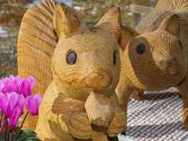 ♪ようこそペンションシャンテへ♪木彫りのりすくんたちがお出迎え