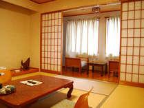 旅館リニューアルにともない内装は一新。きれいなお部屋をご利用ください。