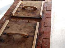 高温の天然温泉を利用した蒸し釜を完備。野菜や魚、肉などを蒸して召し上がることができます。