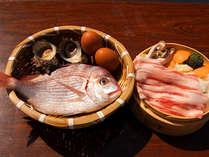 蒸し釜セットプランの食材例。魚、サザエ、卵、野菜、豚バラなど。