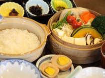 当館ならでは!蒸し料理中心の栄養バランスの取れた和朝食です!