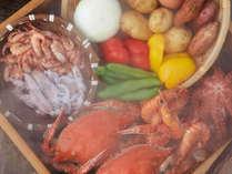 """海鮮市場""""蒸し釜や""""では、小浜で獲れた新鮮な魚貝類を堪能できますよ♪"""