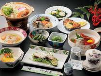 *彩り豊かな地元山菜や旬の素材を生かした「郷土料理」(料理一例)