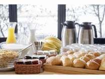 【コンチネンタル朝食】パン・シリアル・ヨーグルト等、ご自由にお召し上がりいただけます。