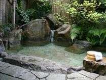 湯の峰温泉では数少ない貸切露天風呂がございます。