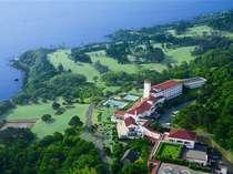 *伊豆半島の東海岸に建ち、海・緑・溢れるばかりの陽光と、清浄な空気に囲まれた川奈ホテル