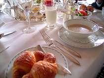 *その日の気分で洋風と和風から選べる朝食※写真はイメージです