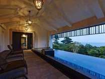 ブリサマリナ(温泉施設) 2階 女性用露天風呂は伊東の海の美しさをご堪能いただける空間を演出