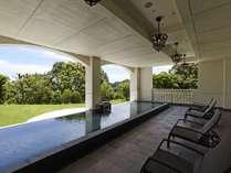 ブリサマリナ(温泉施設) 1階 男性用露天風呂は前庭にゴルフコースを再現しました