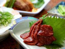 低カロリー、高タンパク、鉄分を多く含んだ馬刺しが大人気!