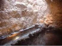 洞窟風趣きの風呂(男女大浴場にあります)