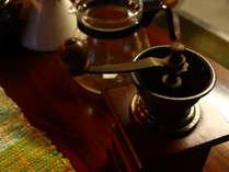 本格的なミルで挽く珈琲豆。