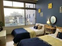 602ダブルベッドが2台ある寝室