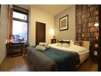 601号:キングサイズのベッドルーム