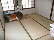 和室6畳のアウトバスのお部屋です。1名~2名様ご利用。