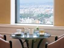 【36階 コンシェルジュラウンジ】朝食からカクテルタイムまで何度でもご自由にご利用いただけます。