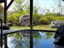 【露天風呂】薬仁湯を使用した露天風呂。四季を感じながらゆっくりとしたひと時を・・・