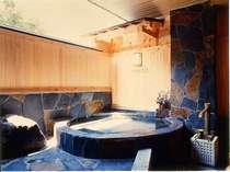全室露天風呂付き!岩造りや石造りなど、お部屋毎に趣が異なる客室専用露天(一例)