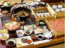 【北穂コース】飛騨牛極上ロース肉&ミニステーキのみそ陶板焼き&イワナの造り(4人前一例)