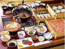 【笠コース】飛騨牛上ロース肉&ミニステーキのみそ陶板焼き付(4人前一例)