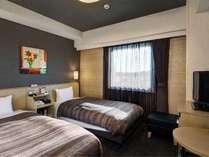 スタンダードツインルーム◆ベッドサイズ120×200(cm)×2、地デジ対応32型液晶テレビ完備◆