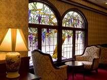 ステンドグラスがとても素敵なティーラウンジ「パルティ」