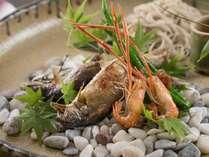 【夕食】地元の素材は地元の味付けで・・・一品一品に小さな感動を添えてお出しします。