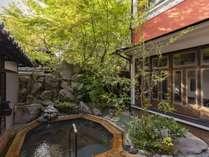 【はなれ客室C:和洋亭まどろみ】専用露天風呂は解放感抜群で自然を眺めながら入浴出来ます。