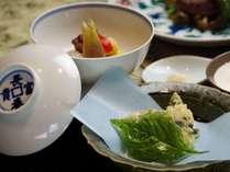 【ご夕食:揚げ物・炊合(一例)】料理長のひと手間を感じられる一品
