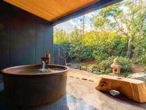 【かえで】露天風呂。化粧水のようなとろとろの天然温泉をひとりじめ