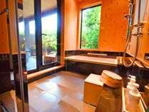 【かえで】明るい内風呂。朝風呂もおすすめ