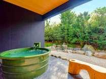 【さくら】露天風呂。名湯、榊原温泉をお楽しみいただけます。