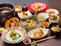 【夕食】ゆすら会席。地産食材を中心に旬の味をお召し上がりください。