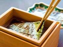 【朝食】木箱の中で一枚づつ海苔が焼けます