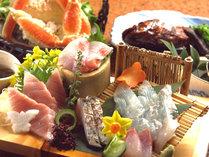 *地元で揚がった新鮮なものを、料理人が自信をもって調理します!(お夕食一例)