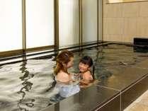 宿泊者専用大浴場は、お子様用の椅子や桶も完備だからゆっくり入浴可能。旅の疲れを癒して。