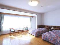 【洋室一例】お部屋は南側に面しており日当たり良好