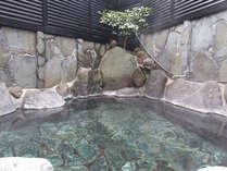 【貸切露天】大人2~3名様でも十分の広さです。空いている時は何度でも無料でご入浴可能です。