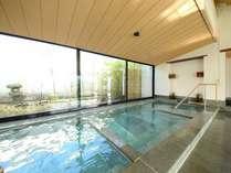 *箱根の山々を眺めながらの湯浴みは、まさに至福のひととき!